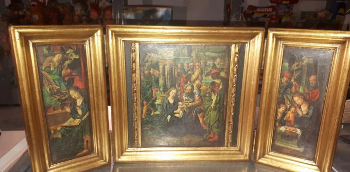 Pintura compuesta de tres paneles